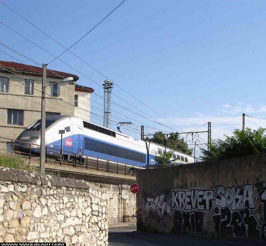 Krevet. QTK 25549-graffiti-krevet-soka-hiser-oxid-2008-Nimes-MaquisArt.com